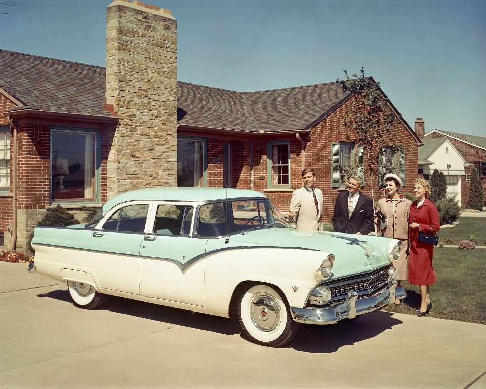 We love ford 39 s past present and future 1955 ford fairlane for 1955 ford fairlane 4 door