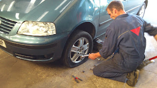 Brittany Garage, changing the flat tyre on our car