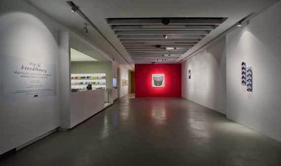 Marcel Broodthaers'ın  ilk sanat objesi Pense-Bête (Anımsatıcı)'i Akbank Sanat'ta
