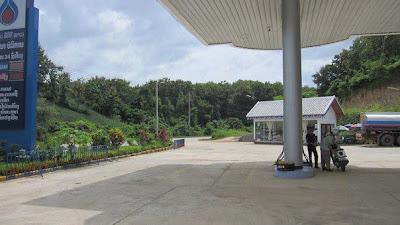 ルアンパバーンのガソリンスタンド(ルアンパバーン)