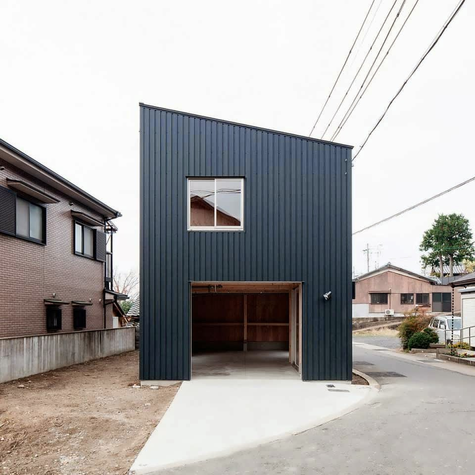 Combine between container and tatami make a modern for Minimalist box house design