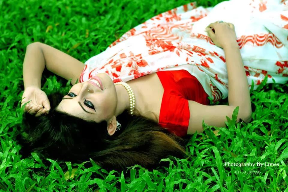 Nawshine+BD+Hot+Girl+Photos+In+Beautiful+Saree003