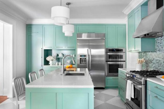 Cozinha moderna em tons de inox e verde água (aqua)
