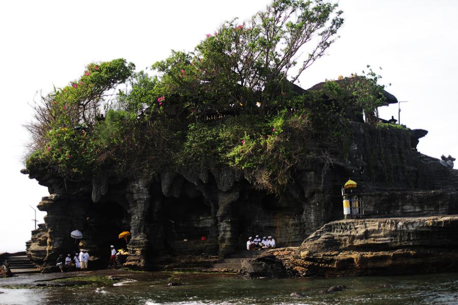 pura lohur thana lot bali temple