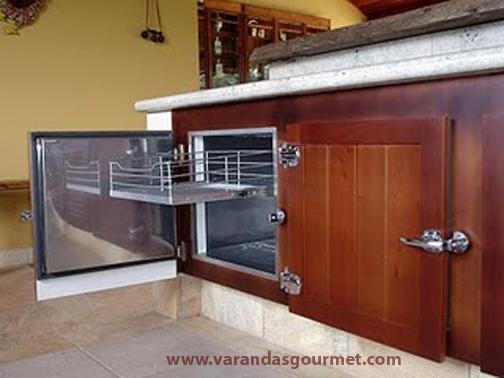 Balcão refrigerado 2 portas em madeira natural envernizada