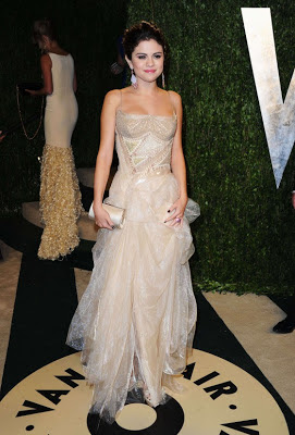 Selena Gomez looking sexy wearing pale gold Atelier Versace gown at 2013 Vanity Fair Oscar Party