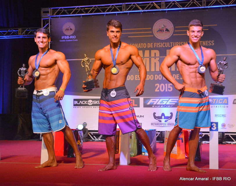 Ivo Toledo, Hexael Demarch e Matheus Guerra no pódio da categoria Men's Physique até 1,74 m. Foto: Alencar Amaral