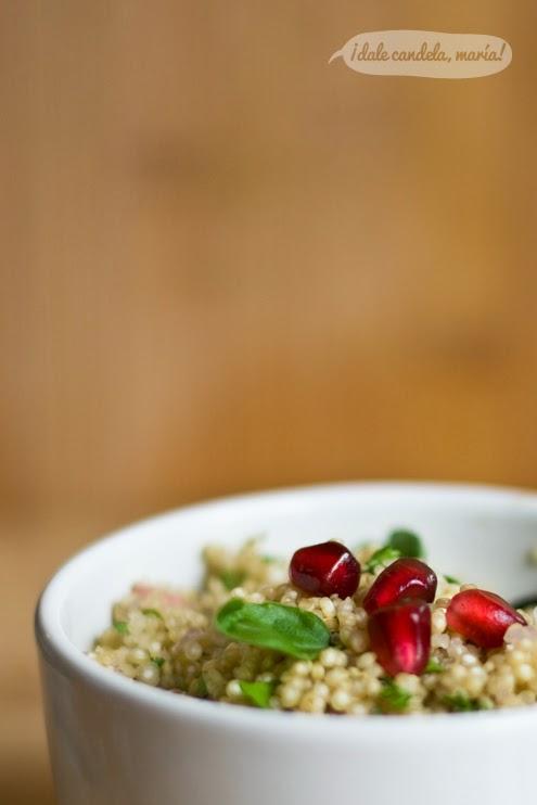 Receta de ensalada de quinoa, berenjenas, granada y queso feta