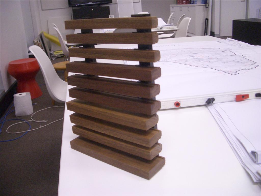 é um sistema para fixar ripas de madeira com uma espécie de clip #644135 1024x768