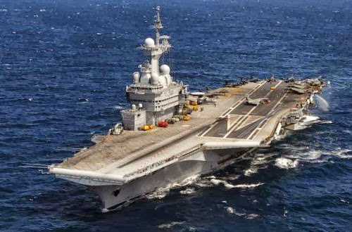 Kapal induk nuklir Perancis Charles de Gaulle