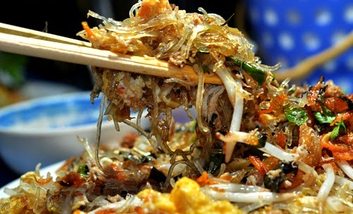 Fried Vietnamese Vermicelli with Meat Crab and Egg Street Food in Hanoi1