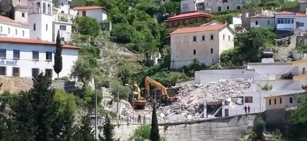 Κατεδαφίζουν τα Ελληνικά σπίτια στη Χειμάρρα ! – Εντονη διαμαρτυρία από το ΥΠΕΞ
