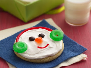 when i saw these snowman sugar cookies i thought of how fun they would be to make for a classroom christmas party items needed sugar cookies