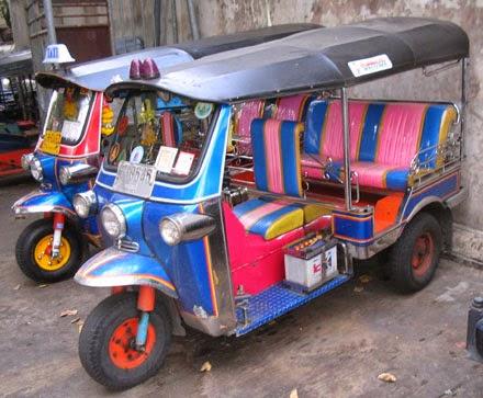 Foto tuk tuk saat berwisata ke bangkok thailand