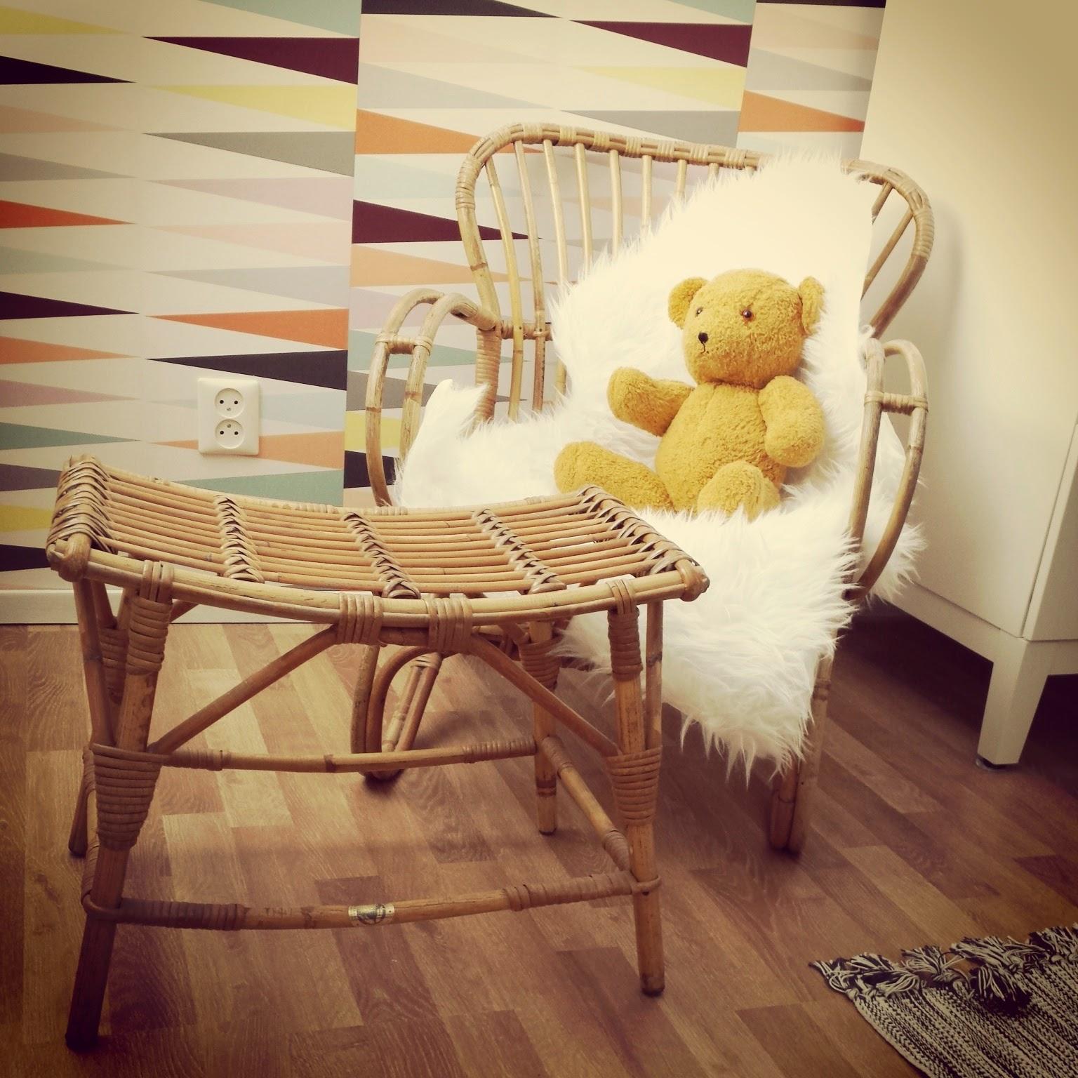 Simple affordable deze rotan stoel met staat op de for Barok eetstoelen