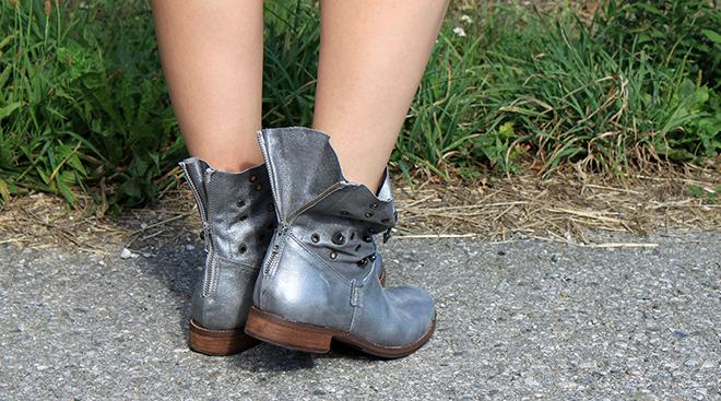 outfit_Trend_metallic_boots_silber_sarenza_shorts_nieten_zara_bomberjacke_Streifenshirt_mango_newyorker