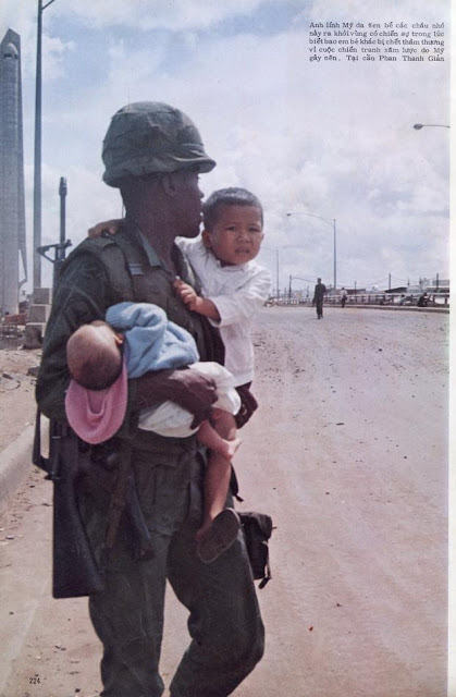 American soldier shields Vietnamese children from  firing