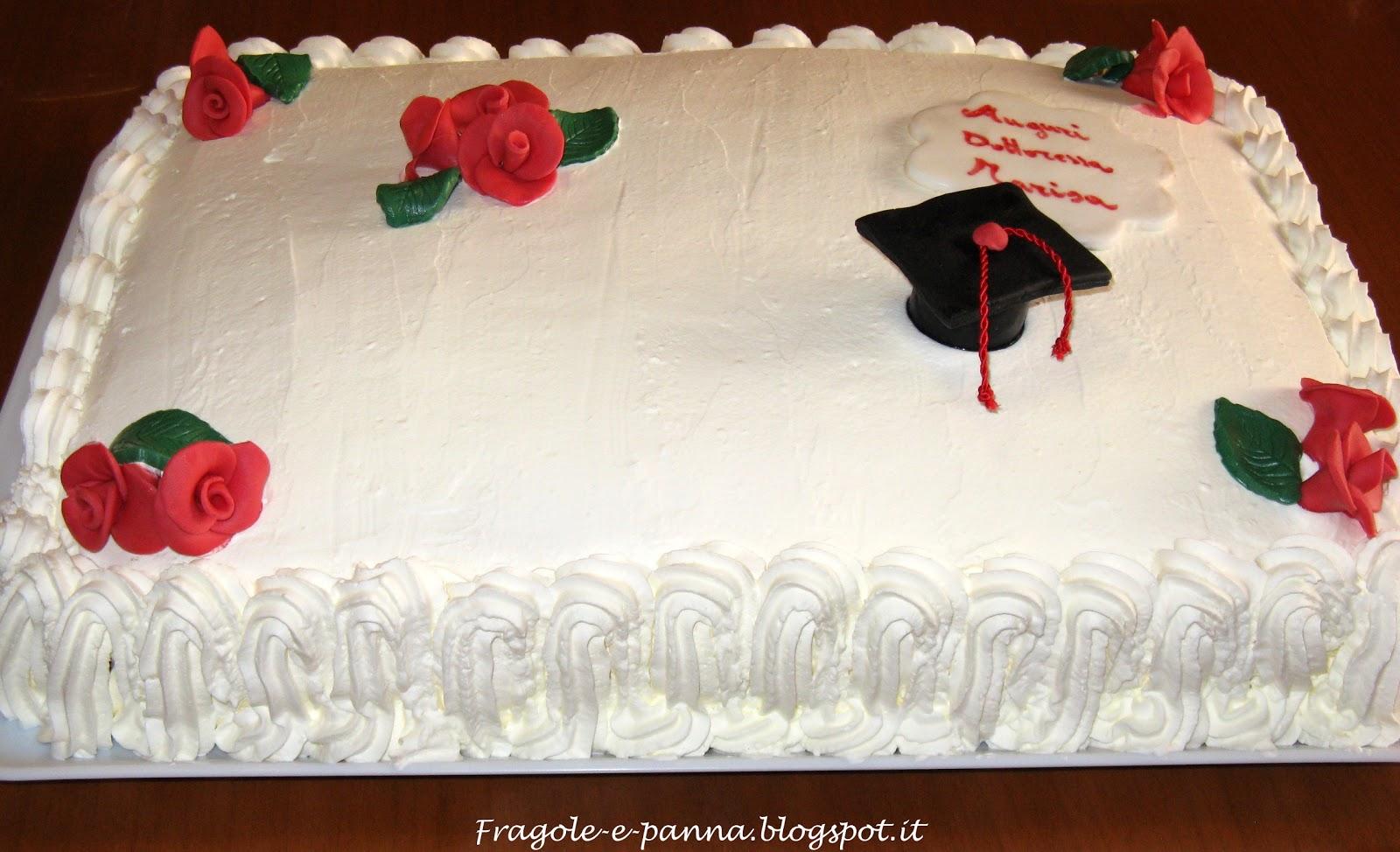 Torta laurea 2 by fragole e panna pagina 1 for Decorazioni per torte di laurea