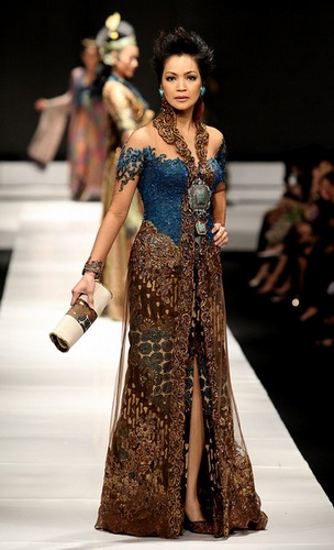 She's in fashion: ALL ABOUT KEBAYA - INDONESIA NATIONAL DRESS