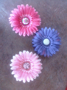 Flowers w/fabric button centers