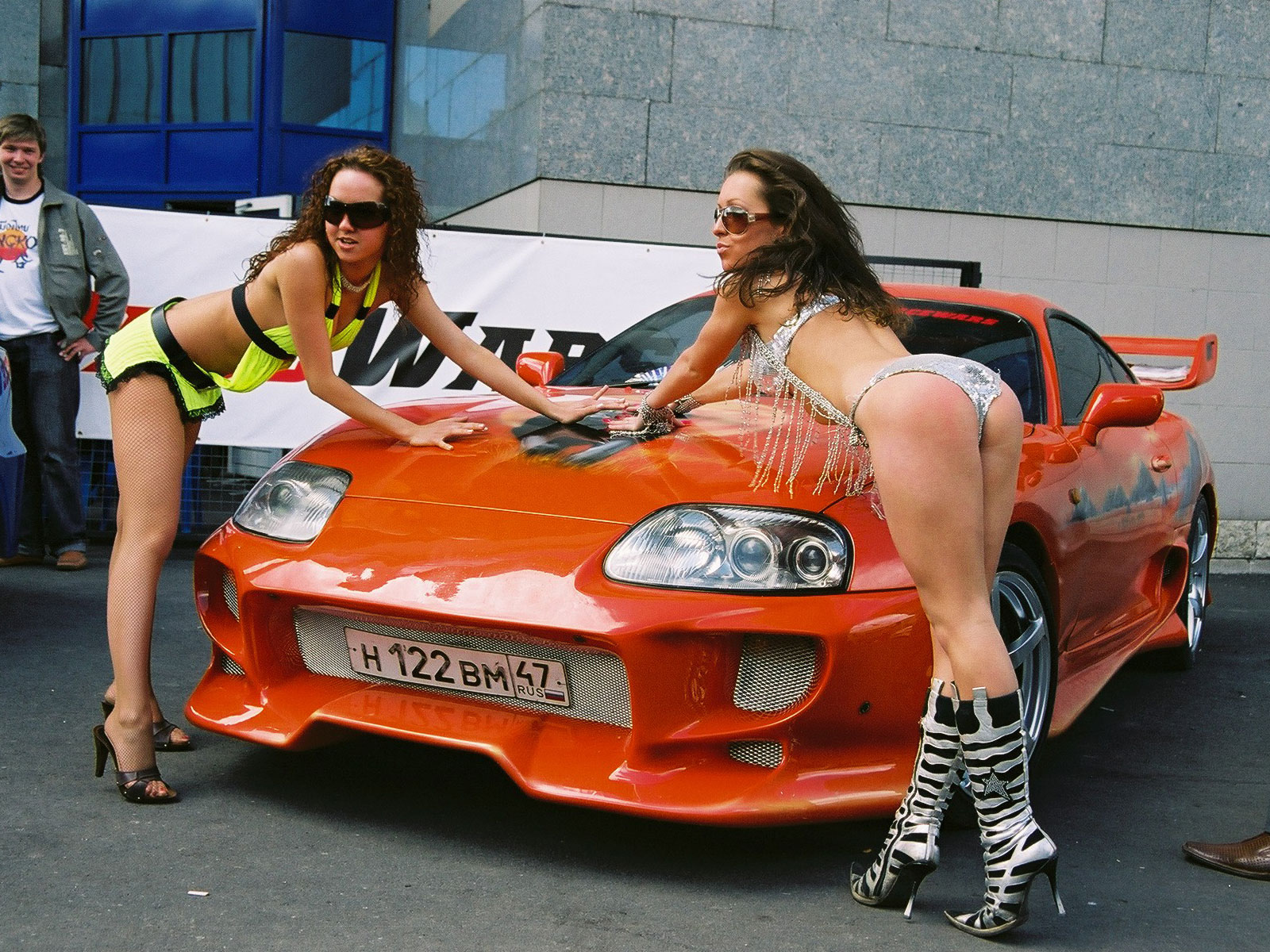 Lepotice i Zveri - Page 2 Mustang+Girls+And+Automotive+Cars+Pictures+%25284%2529