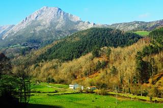 Llanes, Camín encantáu, vista del valle de Ardisana