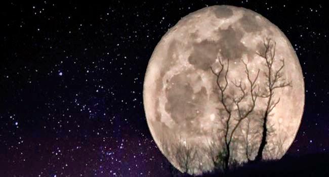 la Luna se está alejando de la Tierra