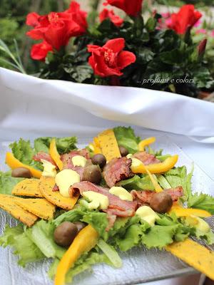 insalata sfiziosa con pancetta, simil-maionese e tortillas chips