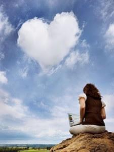 awan bentuk love