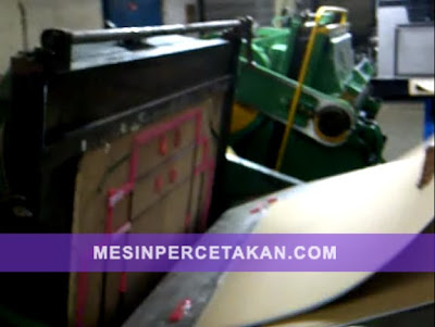 Mesin pon kertas (die cutting machine)