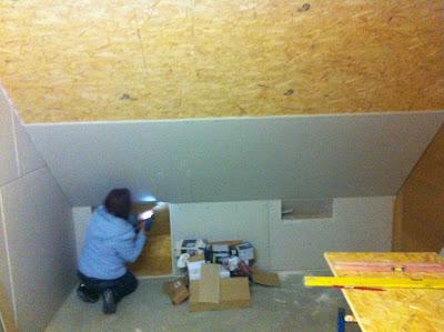 Bautagebuch rayk birgit pepe die ersten gipskartonplatten for Treppenauge verkleiden