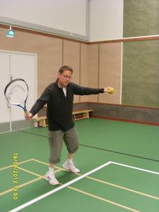 Tennisvalmentaja Tampereelta tilauksen mukaan sisä- ja ulkokentille sopimuksen mukaan tykykursseja
