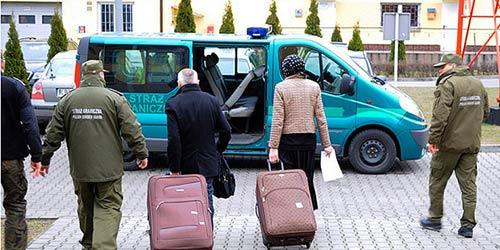 Giấu vợ vào vali để đi du lịch