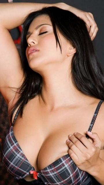 Makeup Ideas with Red Saree - BeautifulhameshaBlog.com
