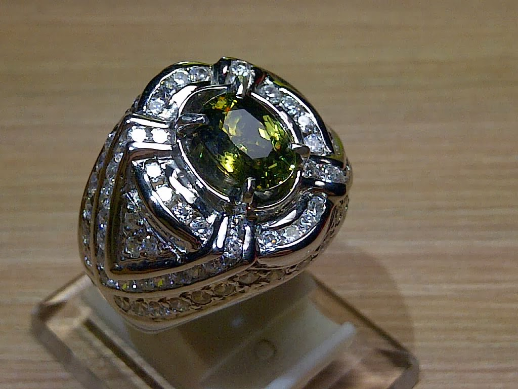 2,19ct NATURAL DEMANOTOID GARNET (RARE!)