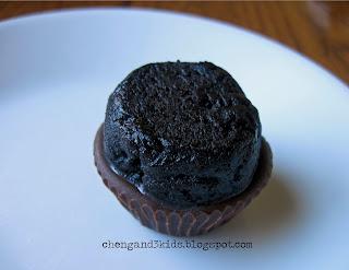 Halloween Oreo Cupcake Bites Tutorial by Cheng and 3 Kids