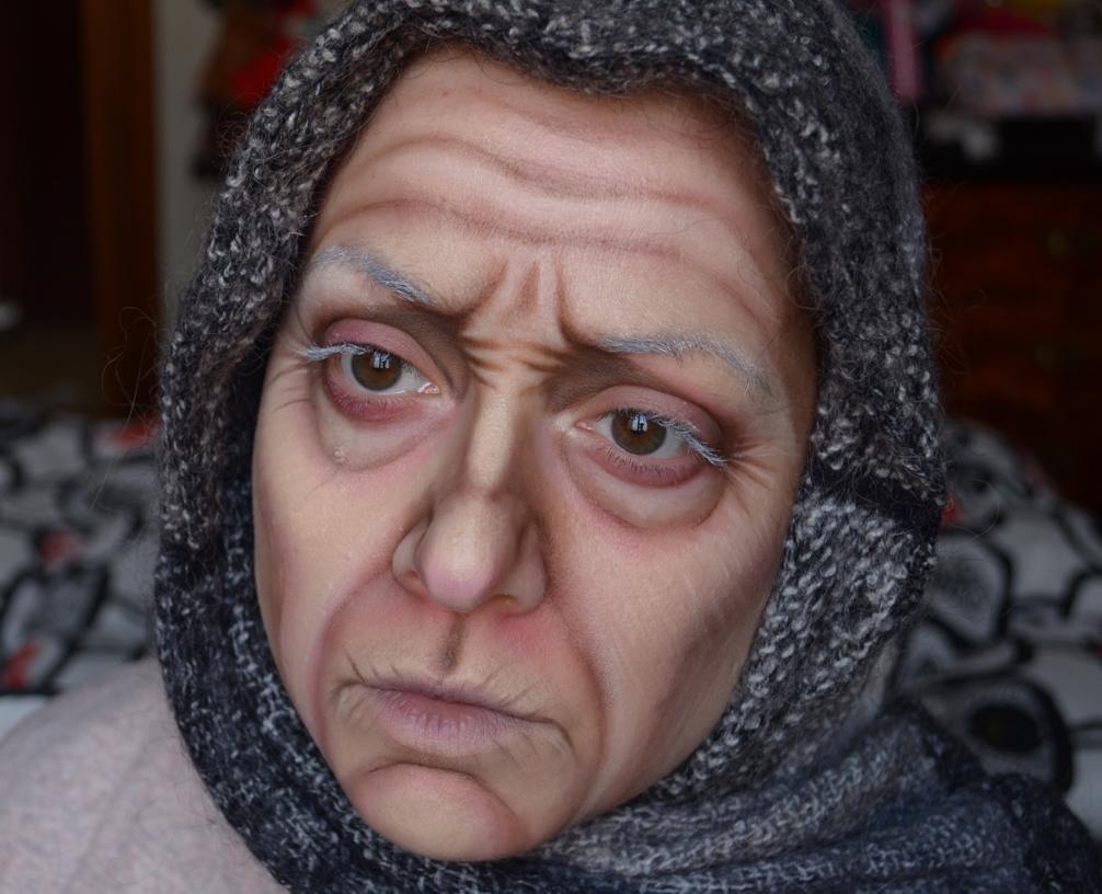 Qui vedete l\u0027effetto dell\u0027invecchiamento pittorico sul mio viso fatto con  prodoti low cost e facilmente reperibili. Ecco la lista