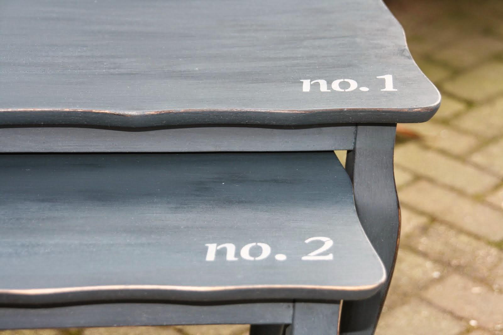 Set 2 bijzettafeltjes