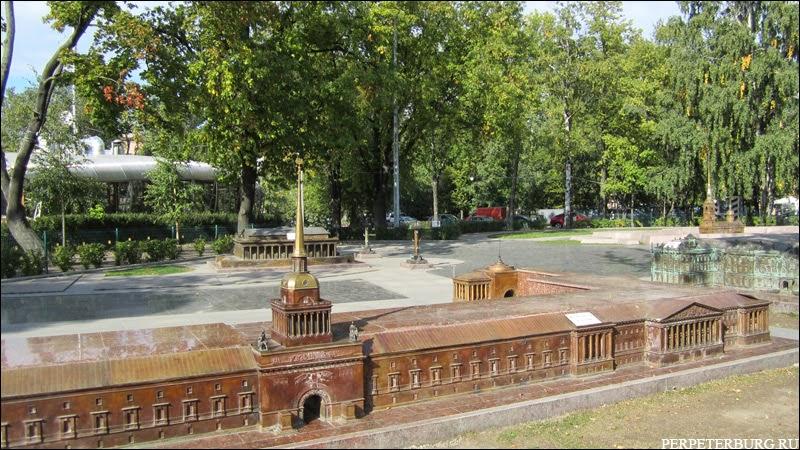 Мини-Санкт-Петербург - город в миниатюре из бронзы в Александровском парке