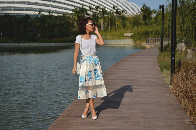 all white outfit, floral print midi skirt, white wedges, white quilted sling bag