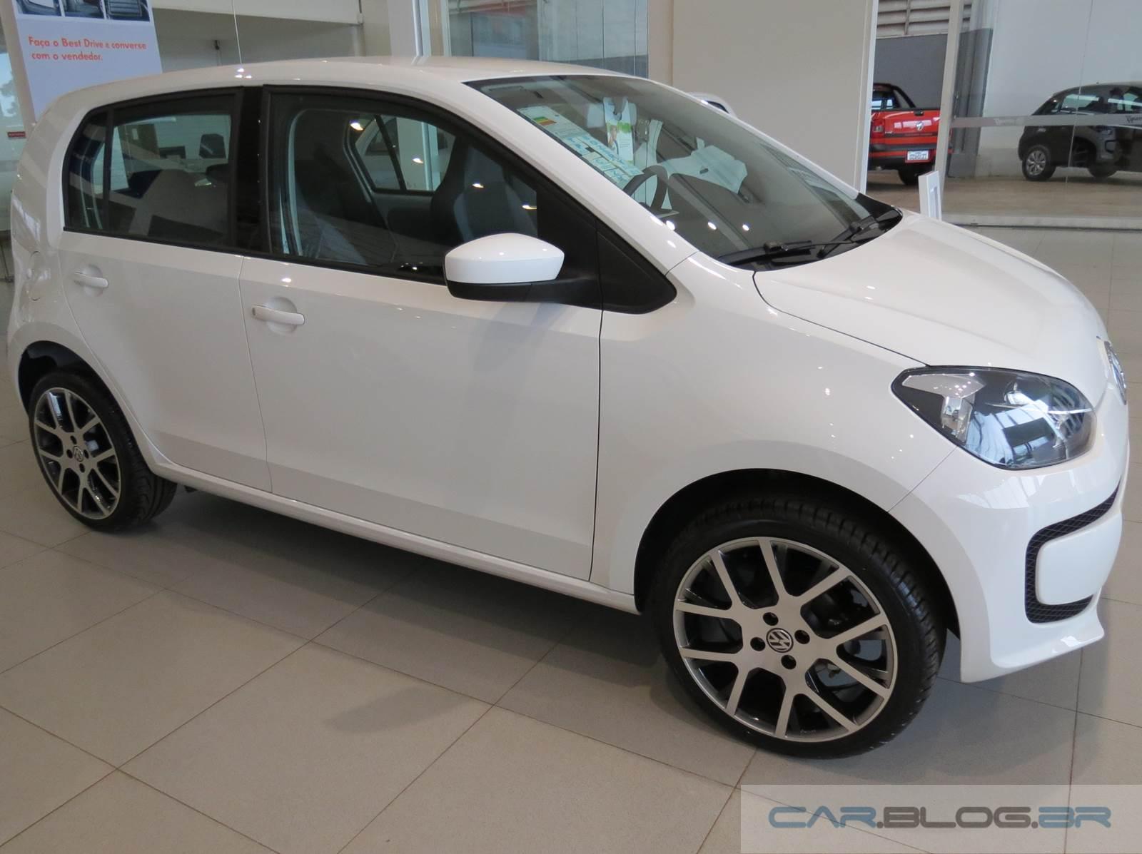 Volkswagen up branco 2015 rodas de 17 polegadas