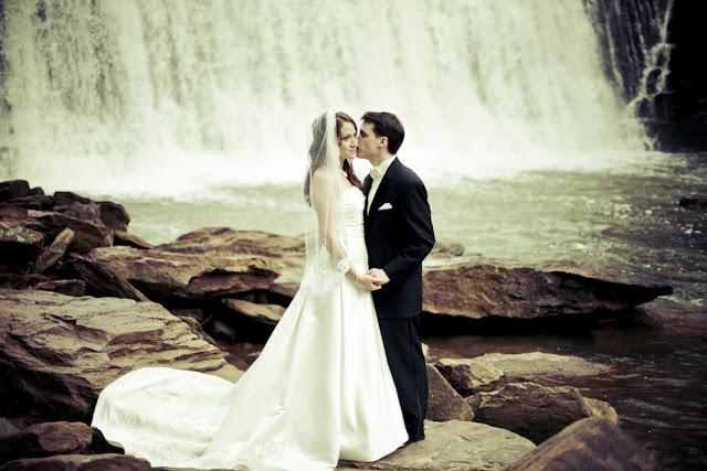 Waterfall Wedding | Kelly Is Nice Photography - www.kellyisnice.com