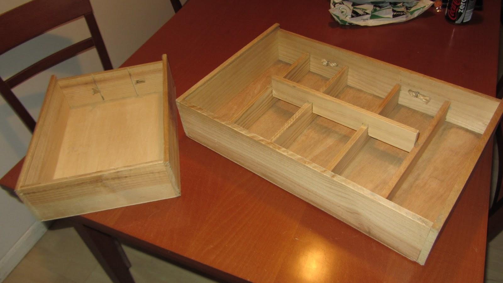 estanteras con cajas de vino decoradas - Cajas De Vino Decoradas