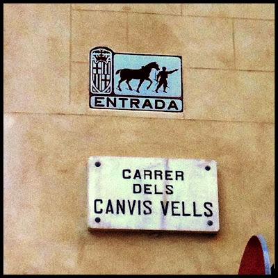 Cartel entrada carros calle Barcelona