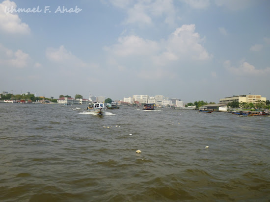 Crossing Chao Phraya River