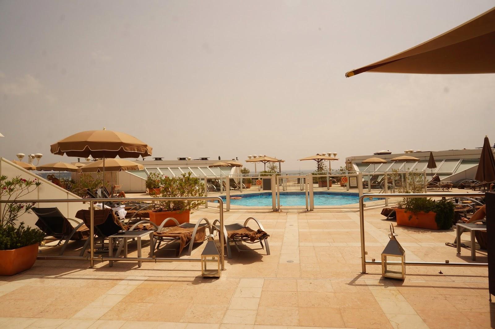 Marriott-Cannes-Pool
