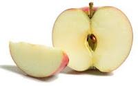 поощрение - например, кусочек яблока