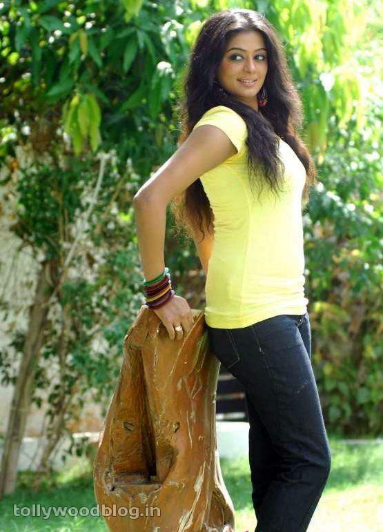 Priyamani Latest Photos In Yellow TShirt navel show