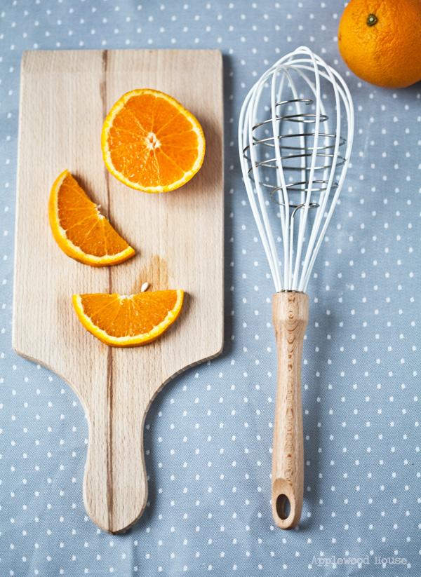 Orangen Schneebesen Holz weiss Edelstahl Anthropologie London