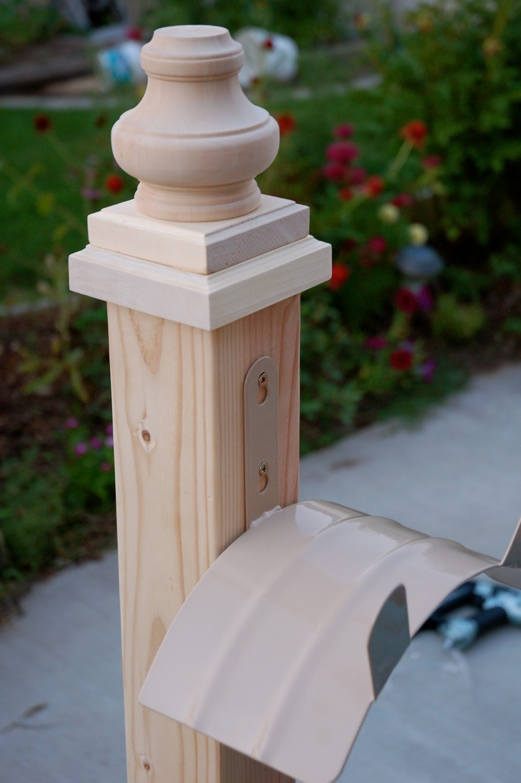 Restlessrisa Wooden Hose Holder
